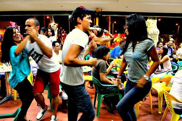 Z Bailarines en el Palacio de la Salsa L
