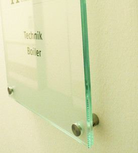Glasschilder mit Abstandhalter aus Edelstahl