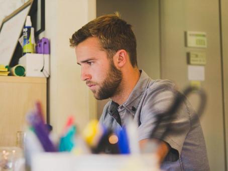 Concentrazione al lavoro nell'era delle distrazioni digitali