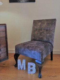 Accent Chair with buttoning