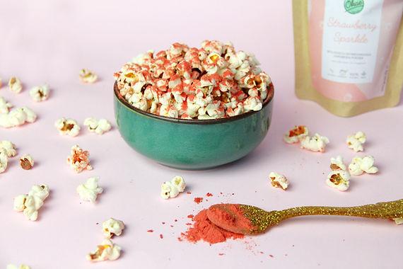 Popcorn met fruitpoeder topping