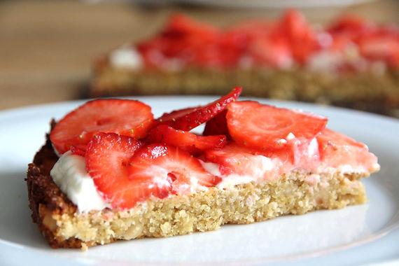 Ontbijttaart met Griekse yoghurt en aardbeien