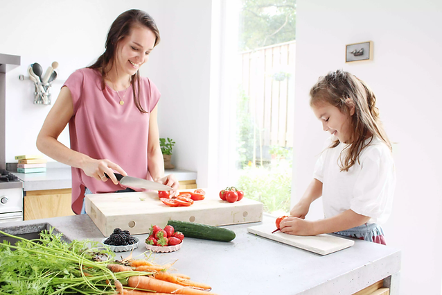 samen gezond eten klaar maken en snijden