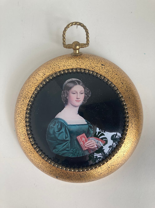 Vintage Round Woman Framed Wall Accessory