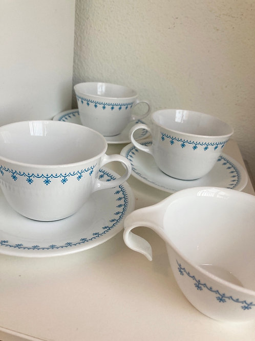 Set of 4 Vintage Corelle Snowflake Garland Coffee Cups & 3 Saucers