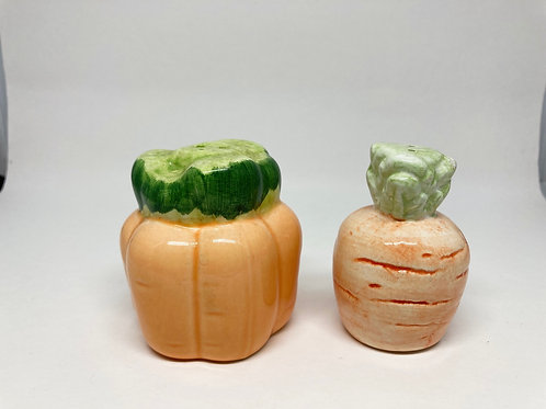 Vintage Carrot Bunch & Carrot Salt & Pepper Shakers