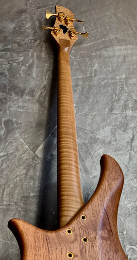 Gallucci tifaine luthier basse lily.jpg