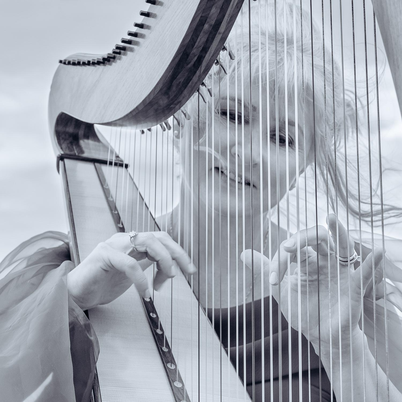 Lana the Harpist