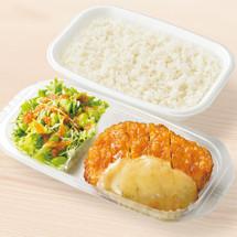 サラダプレート九州チキン南蛮弁当 600円