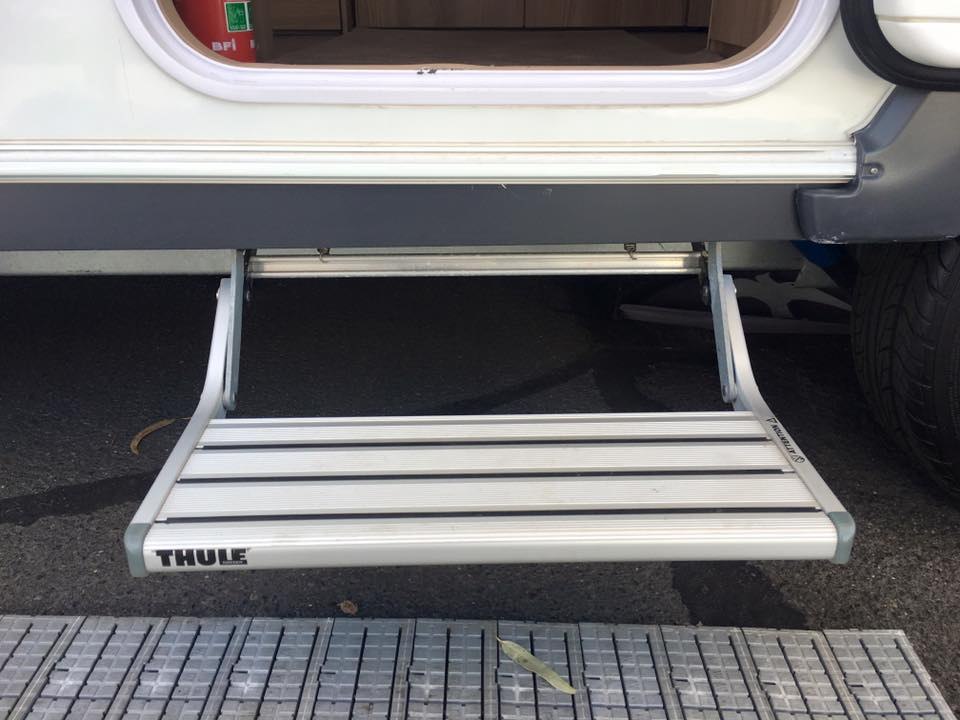 Fixed Thule entry step.