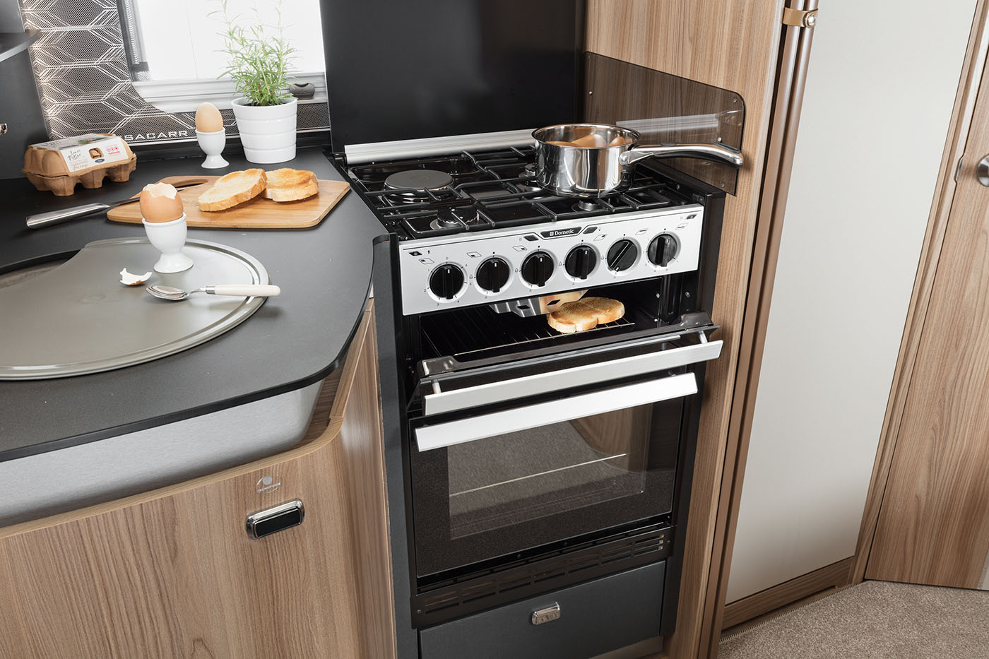 [INT]-Bessacarr-560-Oven-and-Hob-[SWIFT]