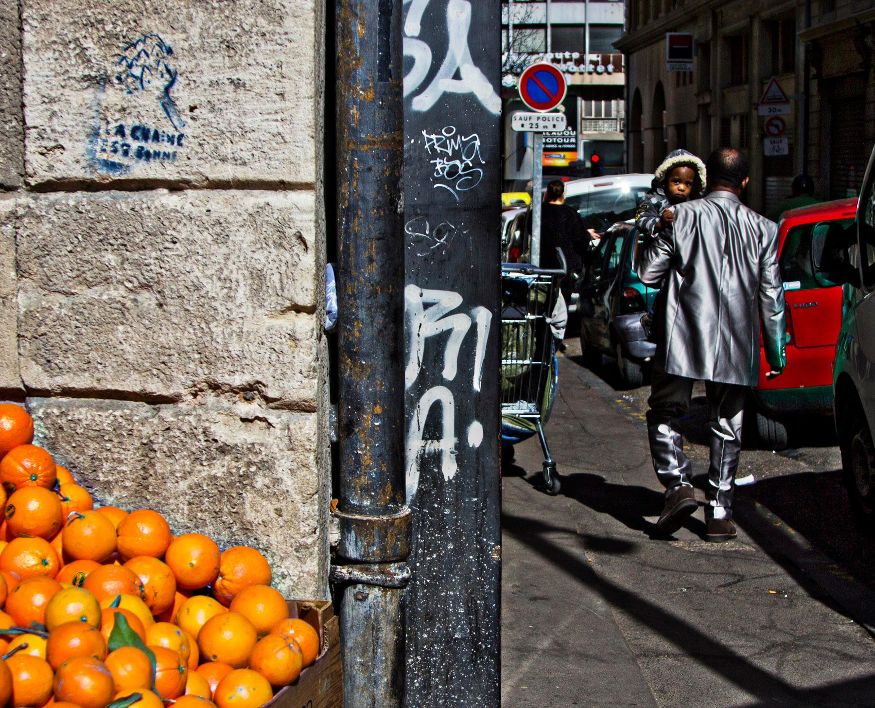 Costume et oranges