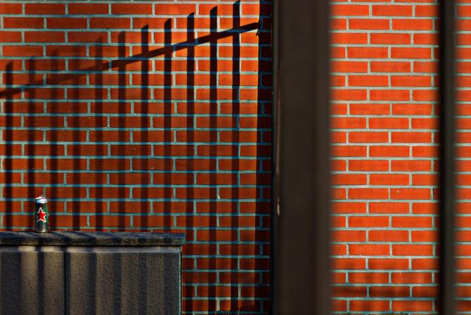 Briques et canette.