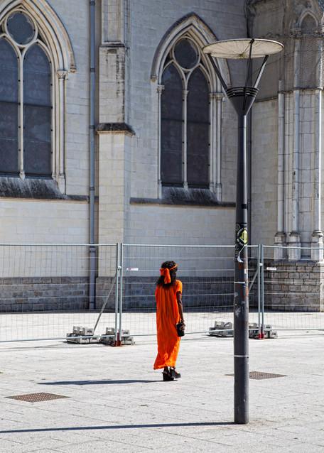 Robe orange.