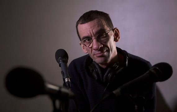 Farouk, animateur radio.