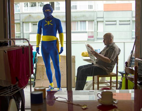 Superhéros sur le balcon.