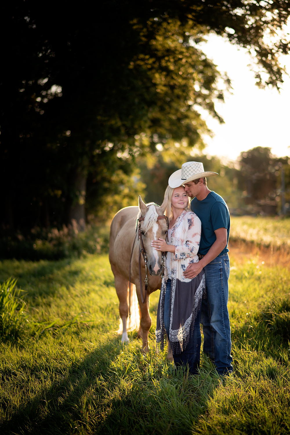 engagement session couple with horse in Lyons, Nebraska