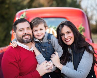 holiday-pickup-mini-portrait-family-nebraska-emdukat-photography.jpg