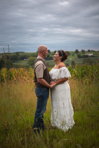 couples-portrait-farm-iowa-wedding-photographer-emdukat-photography