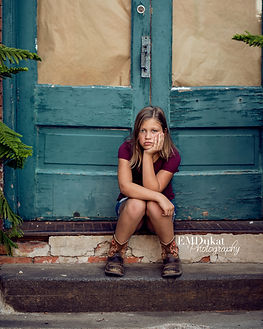 girl-steps-portrait-ashlan-nebraska-emdukat-photography
