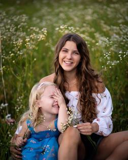 girls-flowers-field-nebraska-emdukat-pho