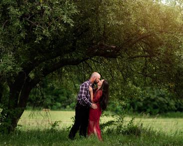 PLATTSMOUTH-NEBRASKA-ENGAGEMENT-FARM-PHOTOGRAPHY-APPLE-TREE.jpg