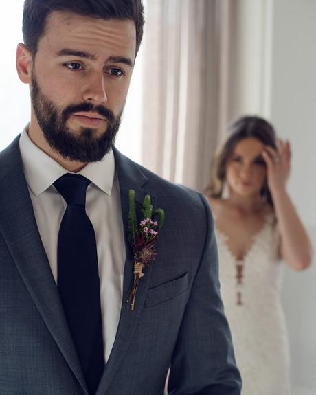 first-look-couples-portrait-wedding-photographer-omaha-nebraska-emdukat-photography