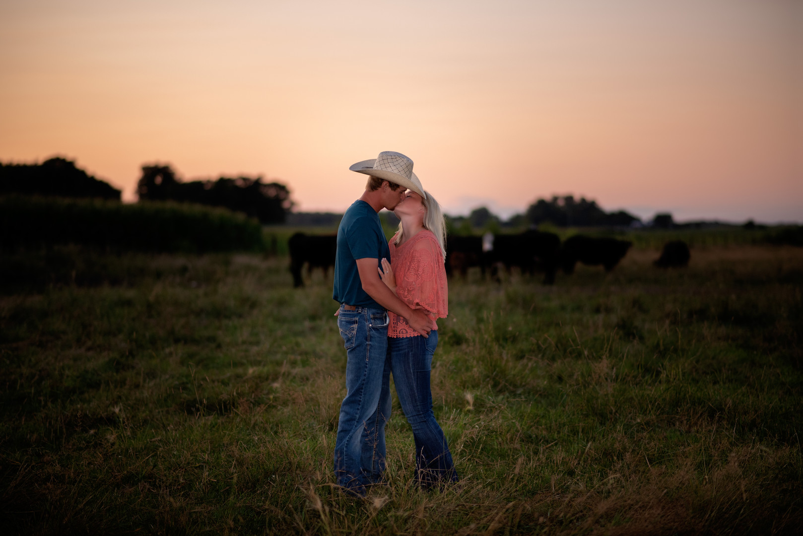 engagement-session-cattle-lyons-nebraska-wedding-photographer