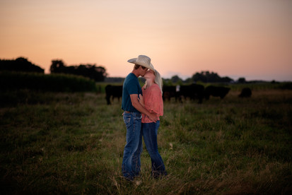 engagement-session-cattle-lyons-nebraska-wedding-photographer
