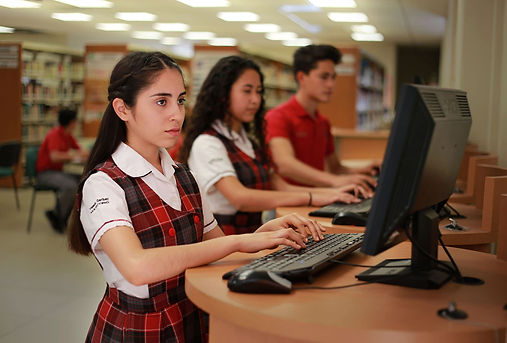 students-2821600.jpg