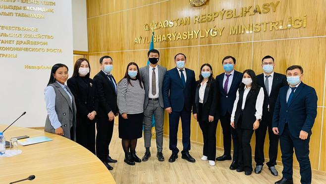 Министр сельского хозяйства провел встречу с молодыми учеными из КазНАИУ