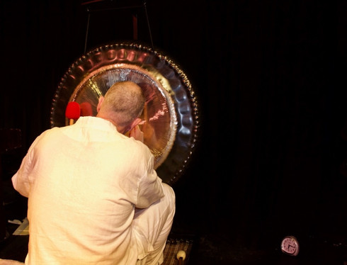 Gong playing in the theatre