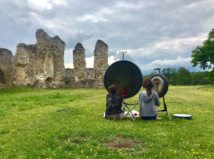 Gongs and ancestors