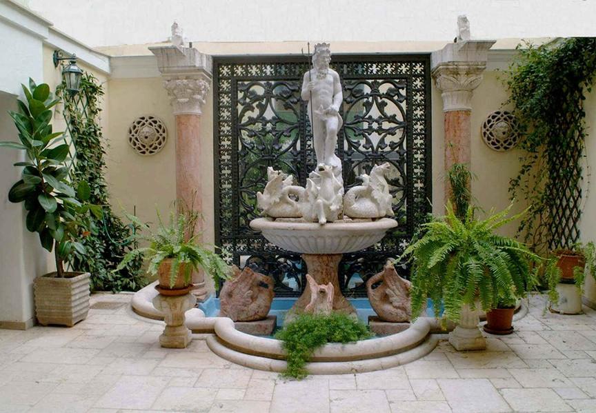 Fontana del Nettuno nel cortile interno.