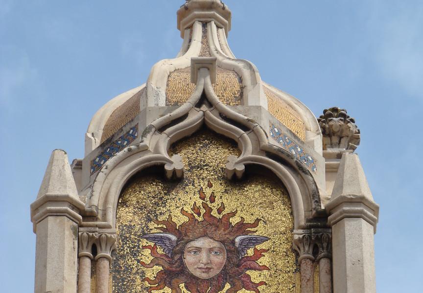 Guglia decorata a mosaico