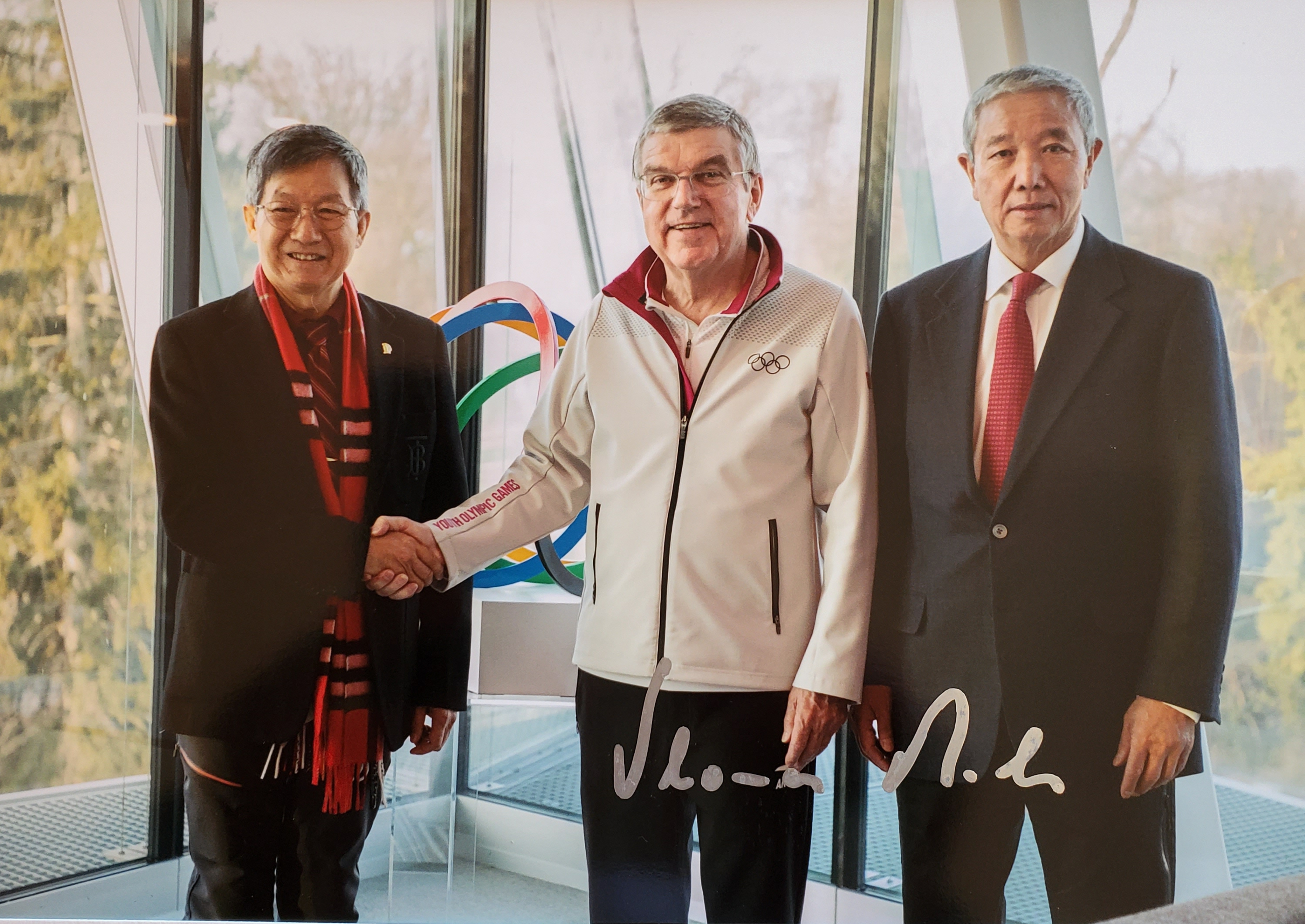 Jiannan Huang, International Olympic Committee (IOC) President Thomas Bach, and Vice Chairman Yu Zai