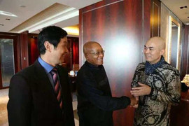 South African President Zuma presented with National Gift from Hanxiang Zhao