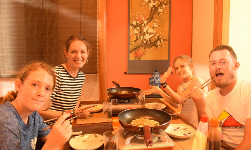 japanese cooking class group