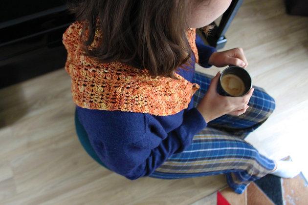 Châle en laine crocheté à la main et teint naturellement