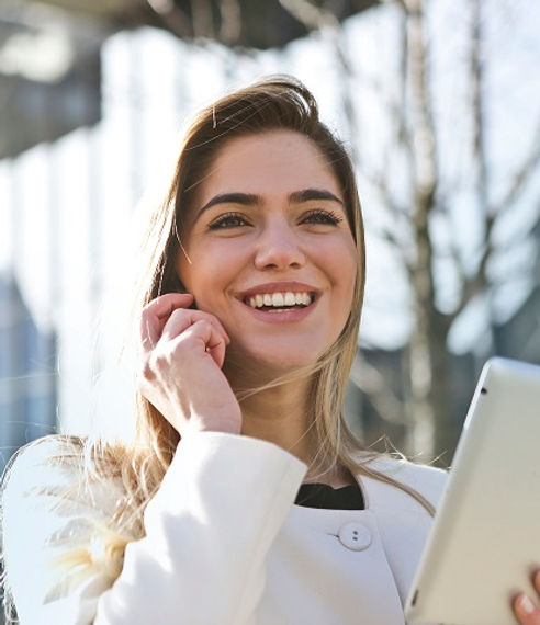 businesswoman-call-career-789822_LR.jpg
