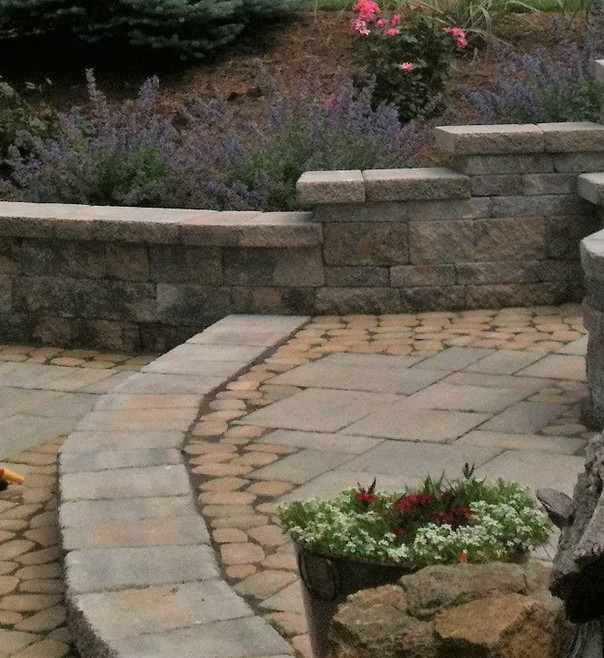 Backyard patio designed and built by Earthtones Hardscape LLC