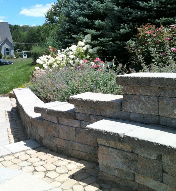 Detail of patio and seat wall built by Earthtones Hardscape LLC