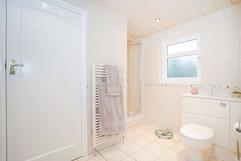 7.bedroom1withen-suite(10).jpg