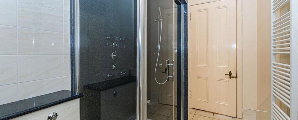 11.showerroom(2).jpg