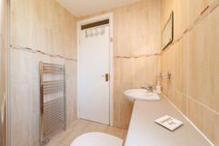 27-Bathroom-02.jpg