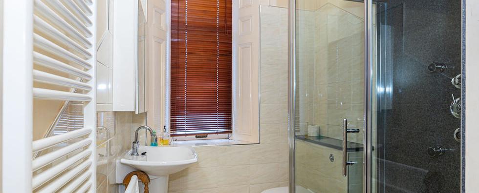 11.showerroom(1).jpg