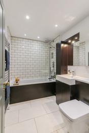 27-BathroomB.jpg