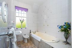 13.bathroom(1).jpg
