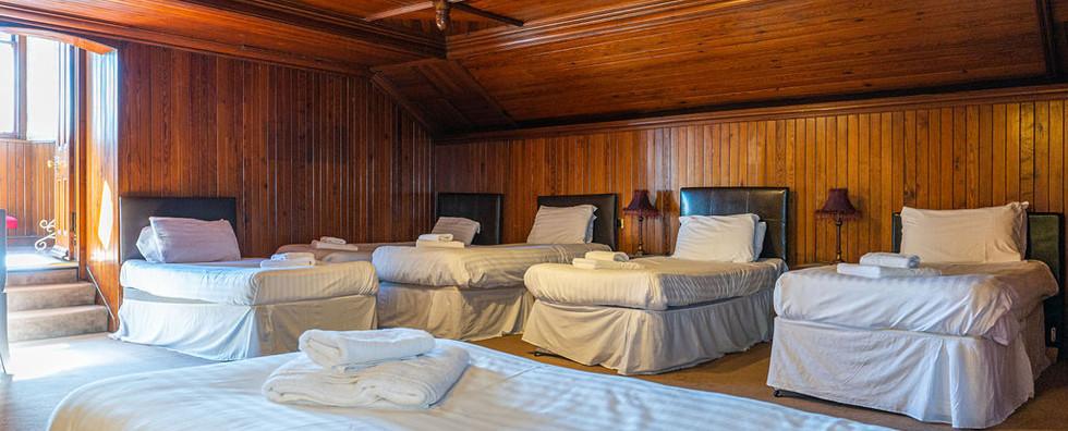 8.upstairsbedwithen-suite(1).jpg