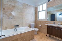 9.bathroom(1).jpg